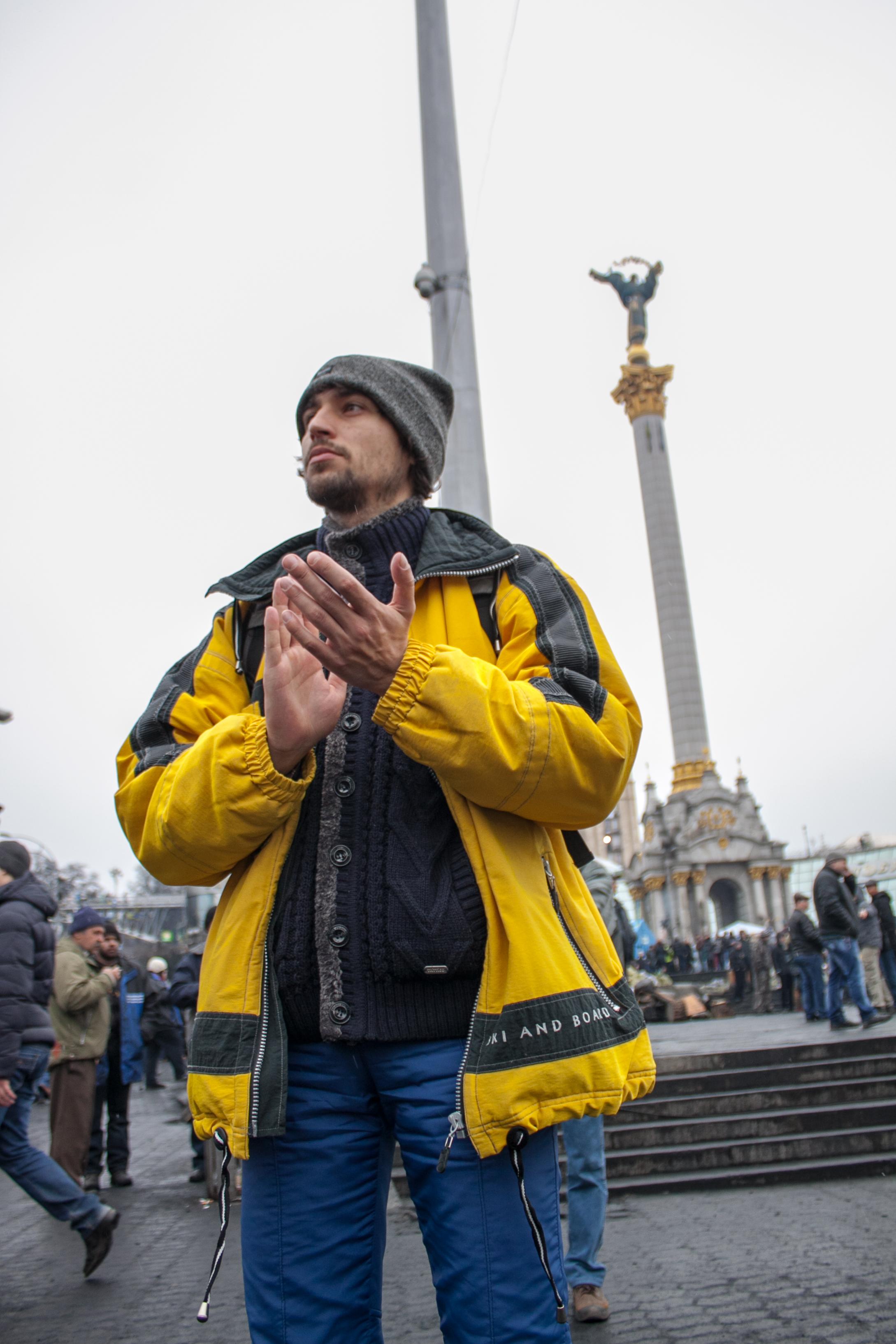 Jurij Matuszczak jako wolontariusz naMajdanie wKijowie, luty 2014. Fot.Michaiło Kapustian.