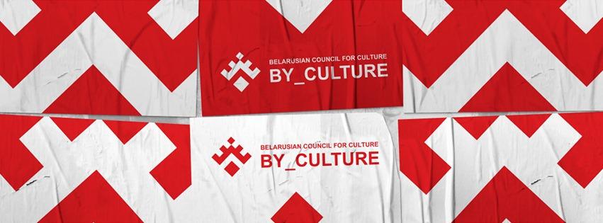 Biało-czerwona flaga niezależnej Białorusi wróżnych wariantach symboli.
