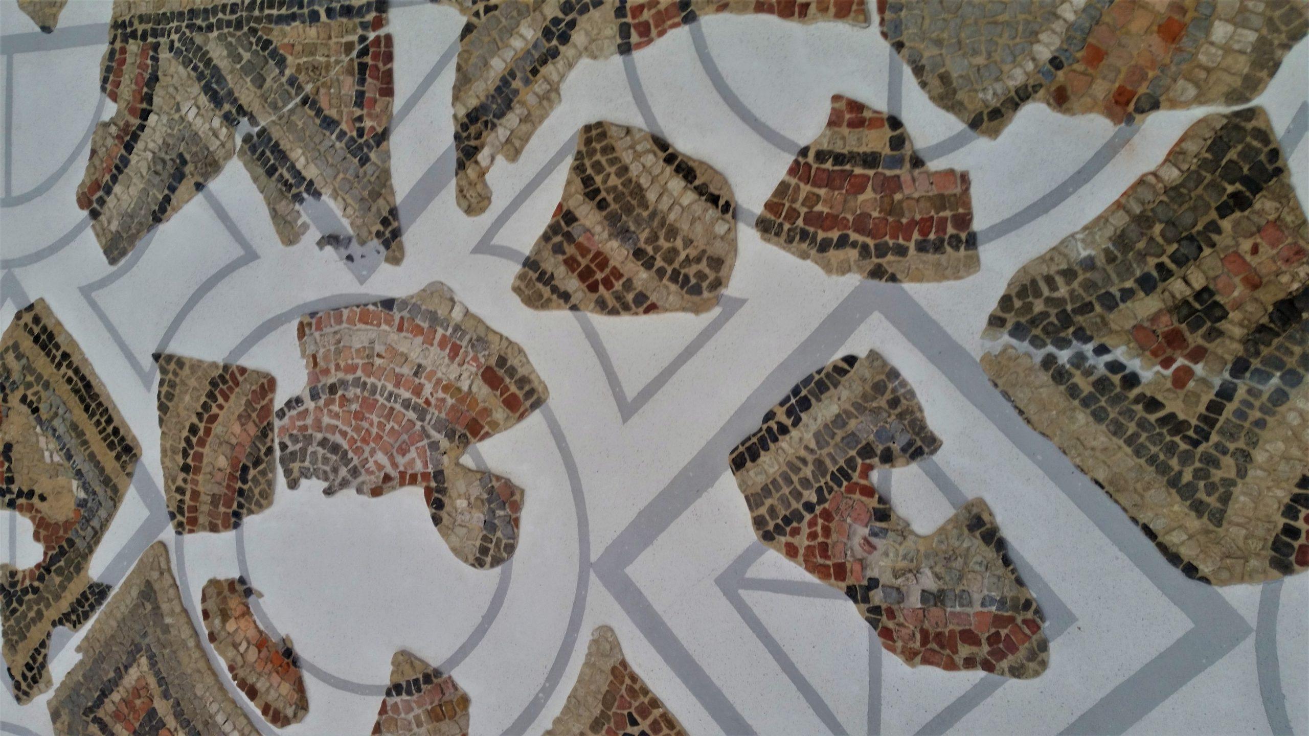 Zdjęcie fragmentu mozaiki zokresu rzymskiego.
